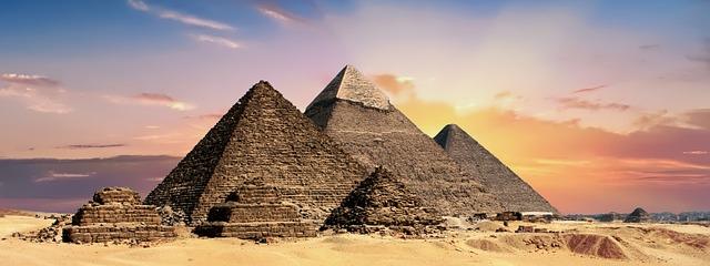 Pyramídy v púšti.jpg